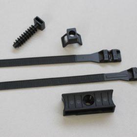 collier polyamide avec accessoires