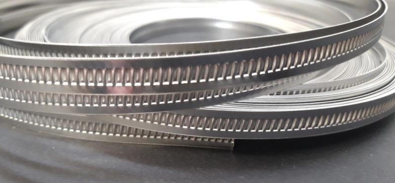 Collier de serrage à bande emboutie